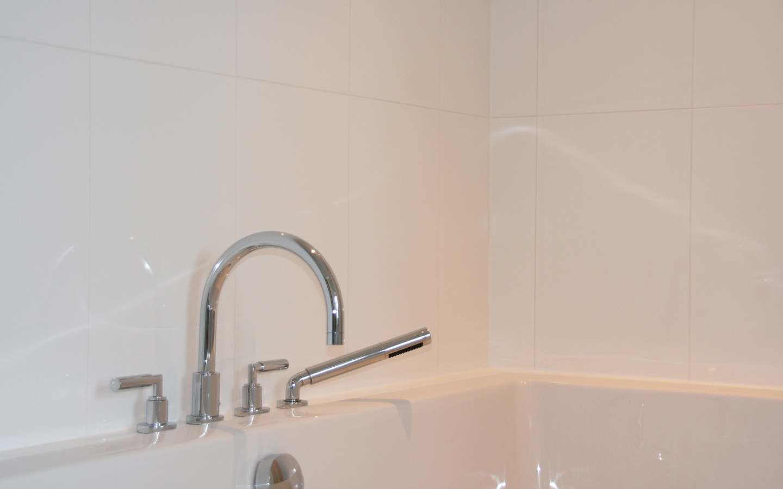 Een prachtige badkamer, waar u luxe zult ervaren in Maison Les Bardons