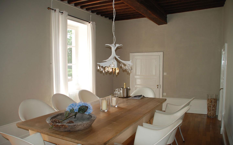 Plattegrond van de eetkamer van villa maison les bardons - Idee van de eetkamer ...
