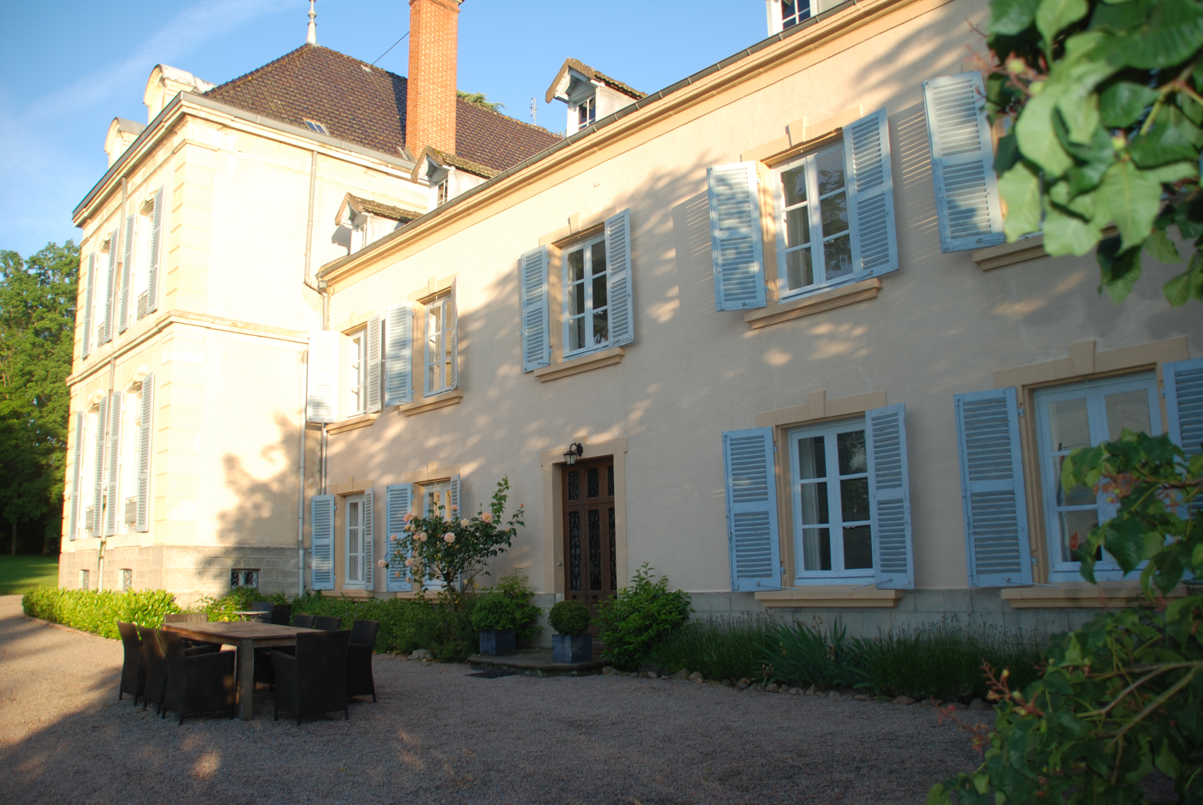 Maison Les Bardons and the terras