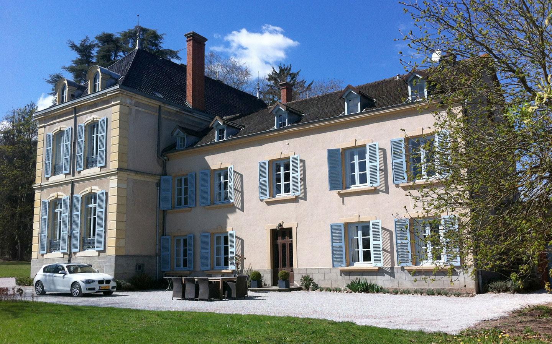 Maison Les Bardons met groot prive terras